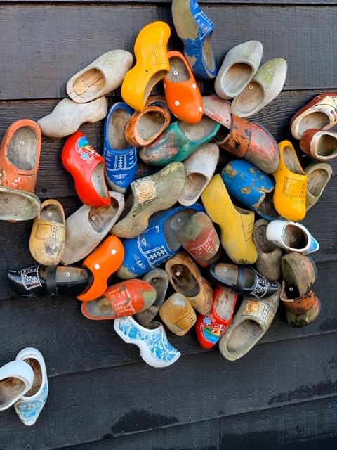 נעלי עץ הולנדיות